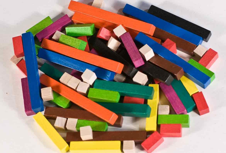 regletas cuisenaire juntas de diferentes colores y longitudes